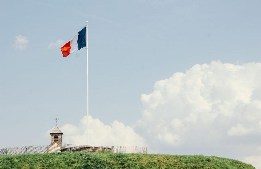 Francouzská ekonomika klesla o rekordních 13,8 procenta