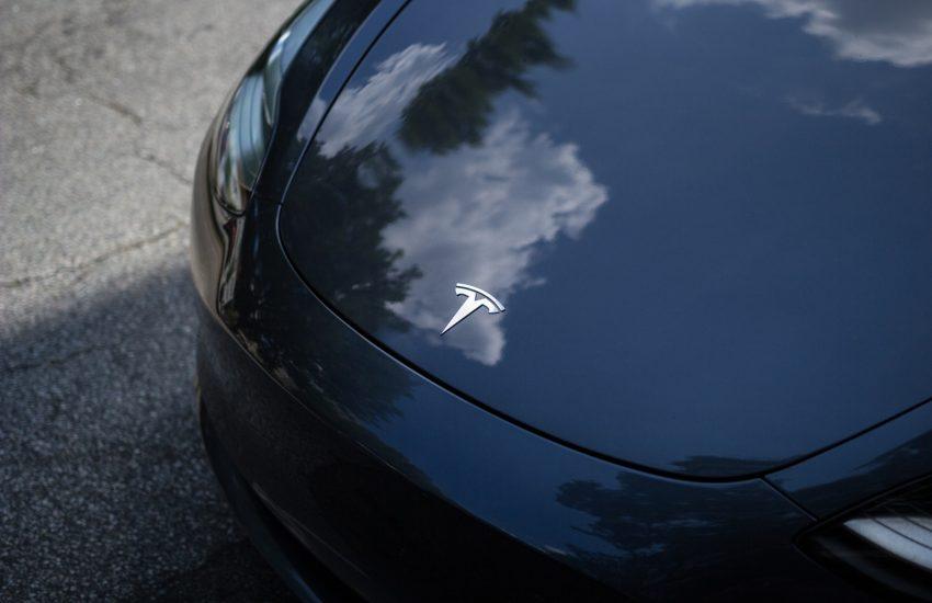 Tesla překvapivě v zisku, její akcie mohutně posilují