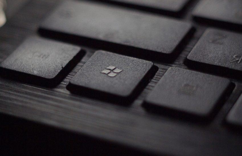 Zisk Microsoftu klesl, růst tržeb cloudové divize Azure zpomalil